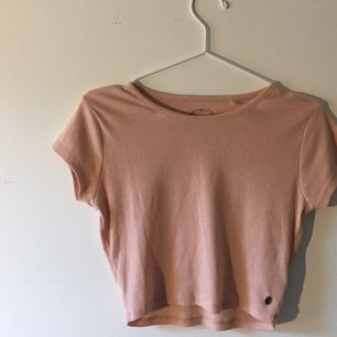 Snygg rosa tröja, storlek L men skulle säga att den snarare passar S  Tar swish, 20 kr frakt
