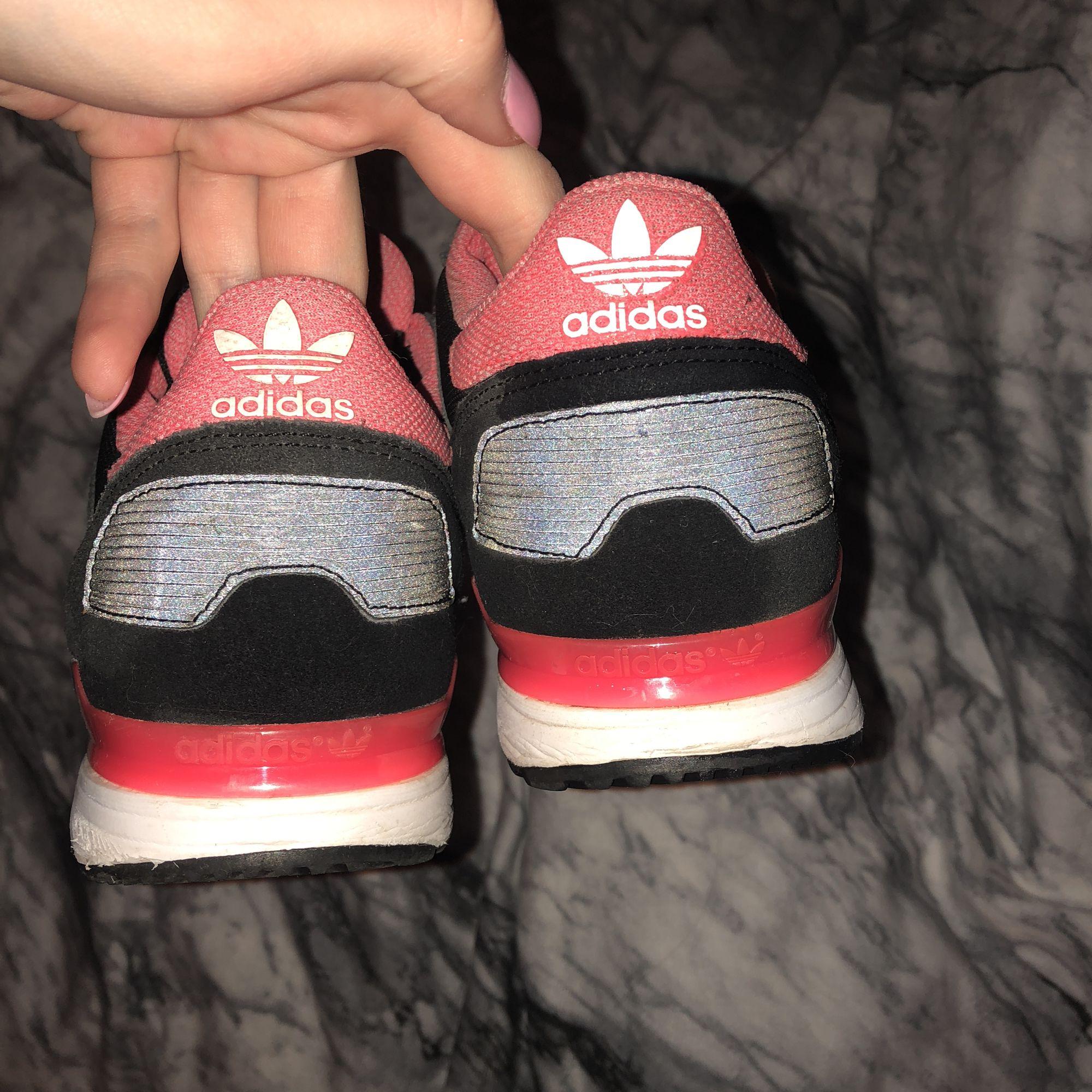 Adidas skor, inte använda så mycket. Skor.