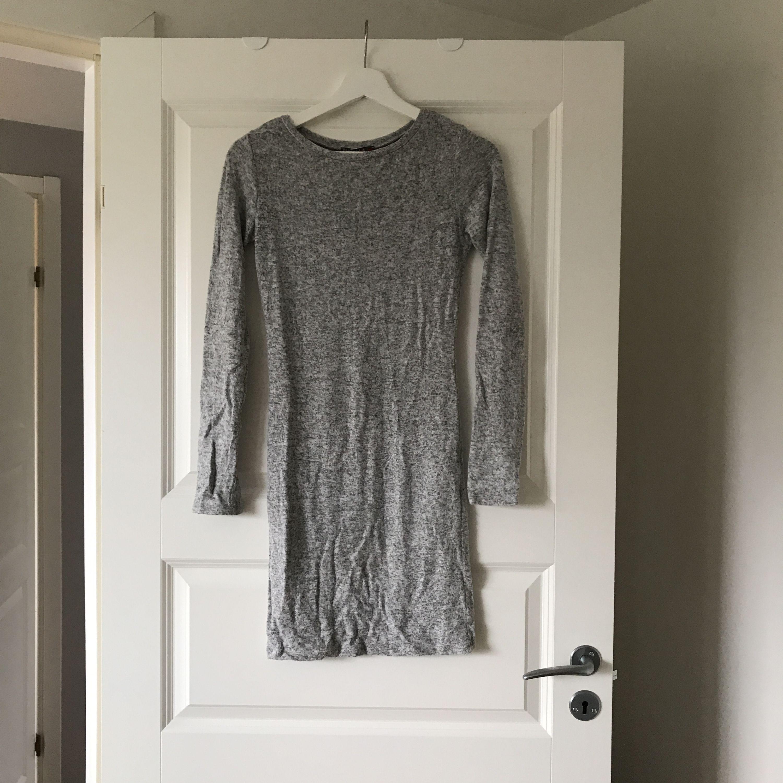 Super mysig klänning från Chiquelle. Lite längre modell. Mysig nu i höst. Frakt tillkommer. . Klänningar.