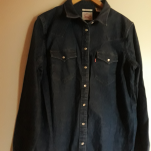 Cape! Levi's M tailored fit, is nice. Use once! Dark blue.
