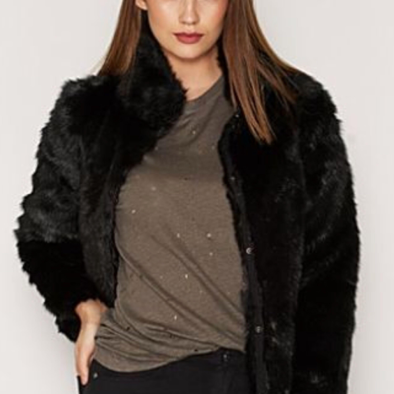 att köpa ganska cool heta nya produkter Säljer mina fina pälsjacka från - VERO MODA Övrigt - Second Hand