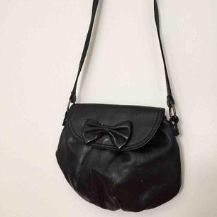 Liten söt handväska i faux leather💗 frakt 20kr