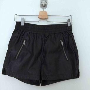 Supersnygga shorts i läderimitation💕 frakt 25kr