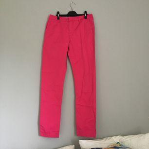 Coola rosa byxor från Filippa K i storleken S.