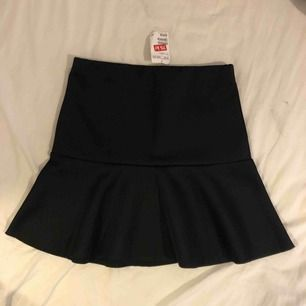 Oanvänd kjol från HM i storlek Small.