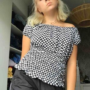 En så fin checkerdblus köpt på second hand men har tyvärr bara legat i garderoben, aldrig använd💕