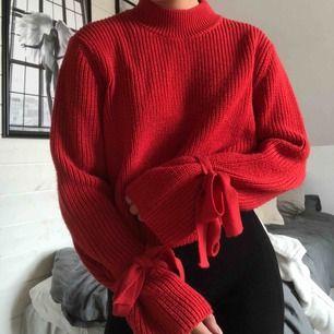 Stickad tröja från Gina Tricot. Storlek M men funkar också som S. Kan mötas i Stockholm.
