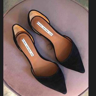 Fina ballerina skor från & Other Stories, har aldrig använt dem utomhus utan endast provat dem inomhus. Nypris 650kr!  Kan mötas i Stockholm eller posta (köparen står för frakt) :)