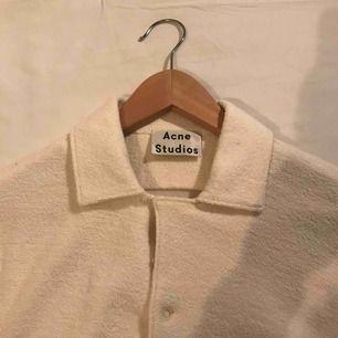 Acne Studios tröja köpt på Trés bien. Ger en oversized look. Aldrig använd.