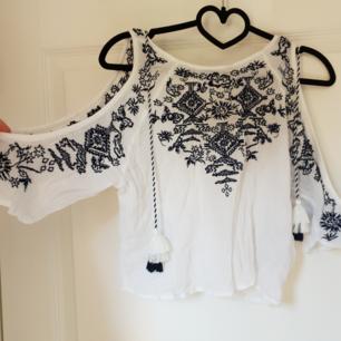 Superfin tröja från h&m. Använd fåtal gånger. Storlek 36. Ni står för frakten, hör av er om ni har frågor 🌷