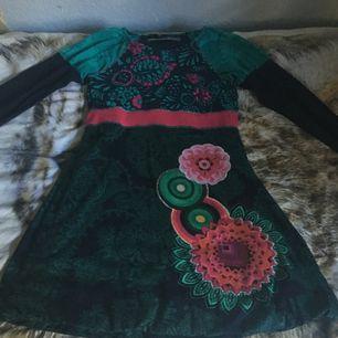 Söt klänning från Desigual. Aldrig använd pga att den är för liten❤️ fint skick👍
