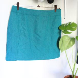 Fin kjol i ull, ursprungligen från h&m. Mått: 42 × 41 cm 💌 Jag bjuder på frakten 💌