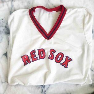 Snygg baseball T-shirt! Står ej storlek men skulle säga S/M 50kr