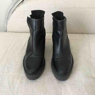 Chunky klackar boots från HM. I använt skick - klacken behöver klackas om 8681ad2fe9c86