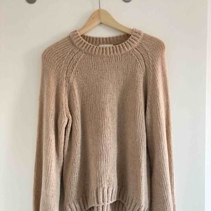 Mysig tröja från HM i mjukt tyg och glitter. Fin rosa färg, använd en gång.