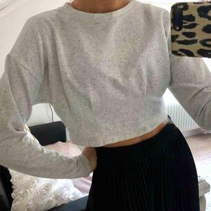 Svart cropad långärmad tröja