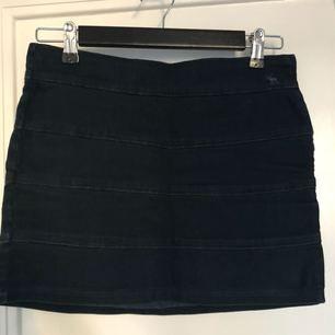 Abercrombie size 36 denim dark navy skirt