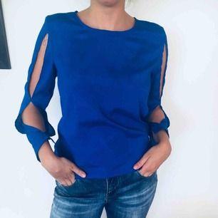 Jättesnygg blå tröja!❄️ frakt 20