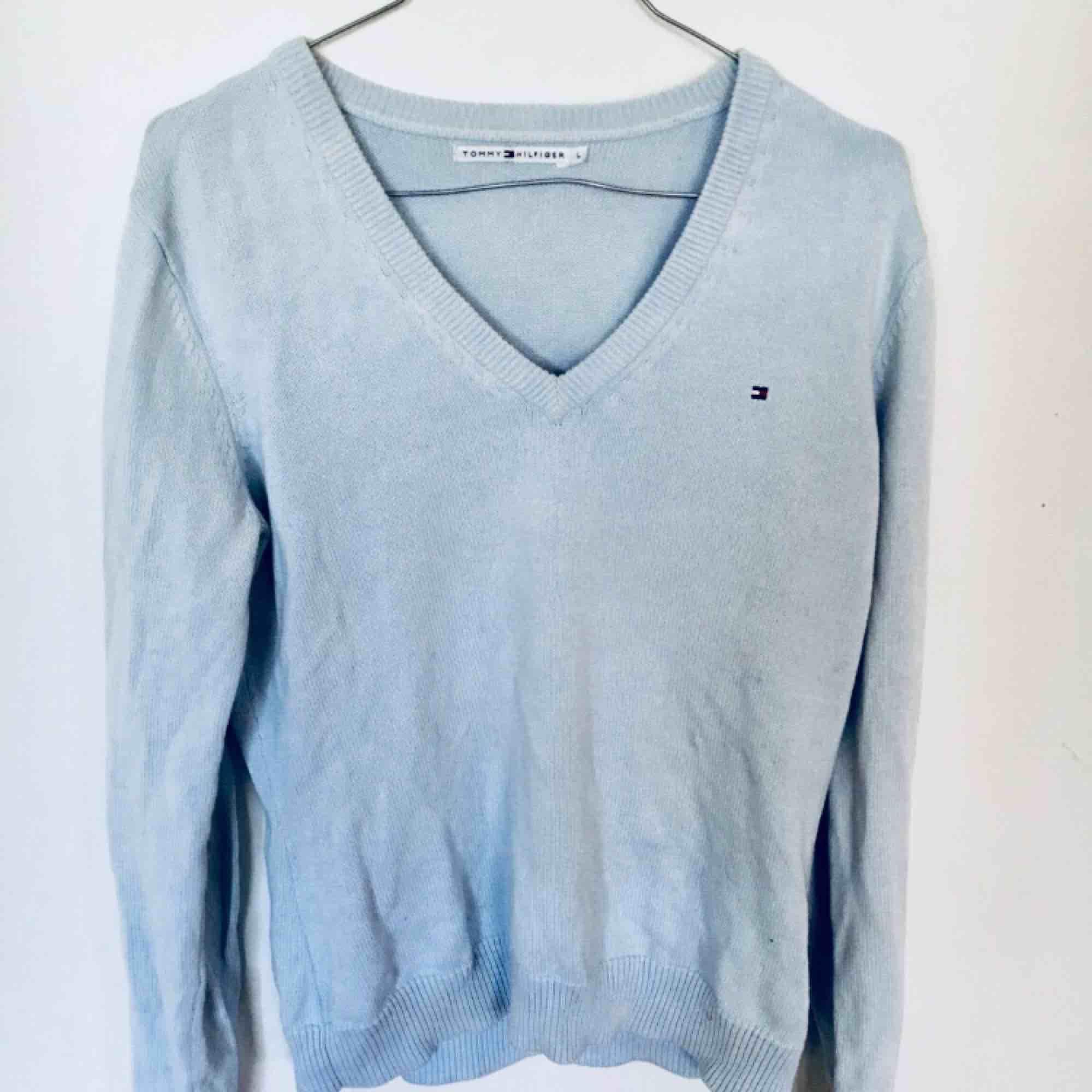 Jättefin tröja i bra skick från Tommy hilfiger☺️ frakt 25. Tröjor & Koftor.