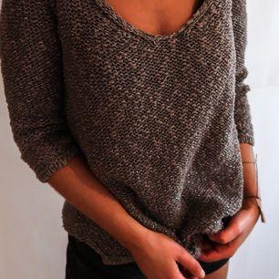 Mauve stickad tröja med lite glitter i från Zara. Jättefin i bra skick. Frakt tillkommer