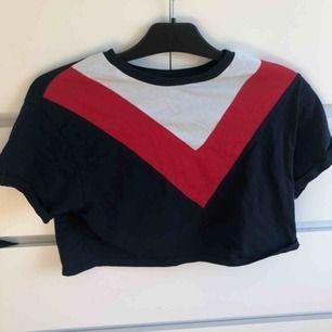 Jätte cool tröja, lite kortare än vanliga t-shits, köparen står för frakt