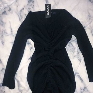 Skit snygg klänning! Helt oanvänd pga kom aldrig till användning   Storlek S/M 100kr