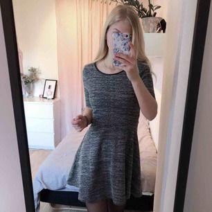 Aldrig använt denna klänning då det inte är min stil :/ Frakten ingår i priset! 😊