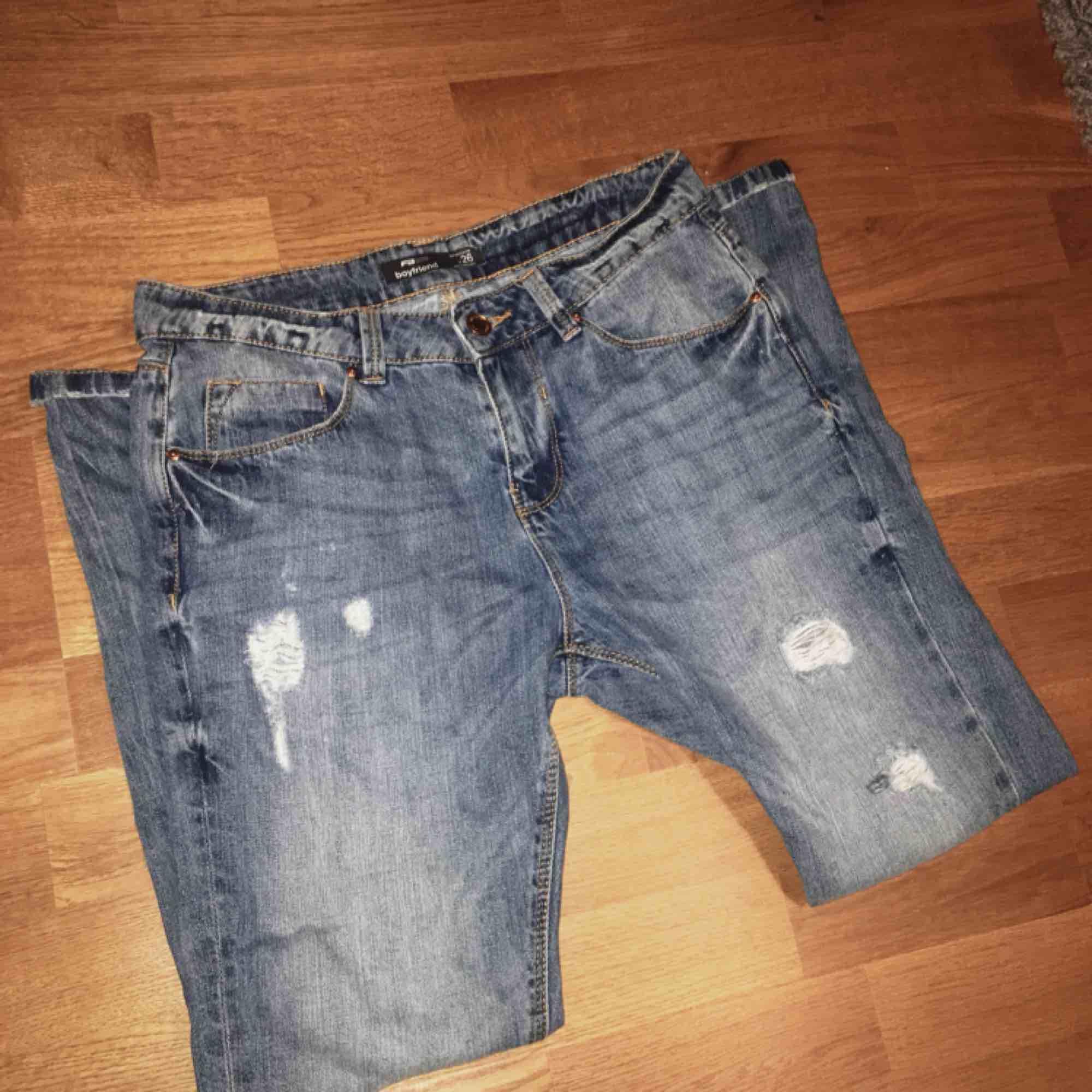 Boyfriend jeans från New Yorker. Köparen betalar frakten. Använda ca 1(?) gång.. Jeans & Byxor.