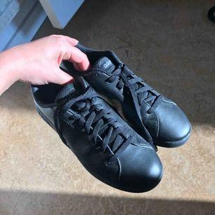 Ett par adidas skor, aldrig använda
