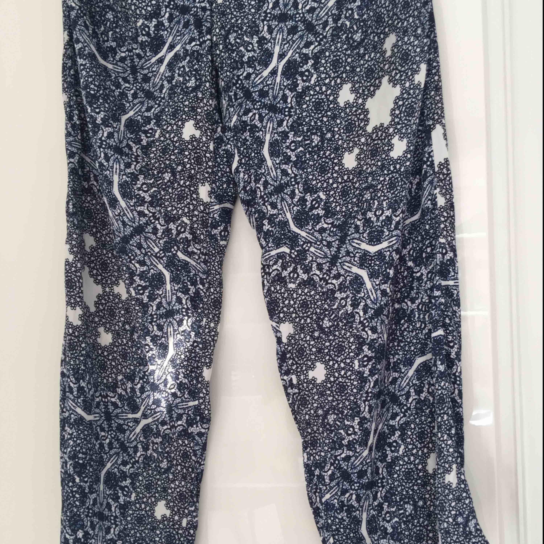 Jeans   Ett par fina och extremt sköna pösiga byxor från kapphal! Fraktkostnad  tillkommer. 33419dcfd2243