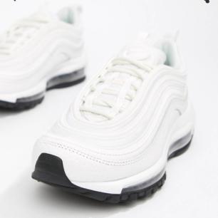 Har Nike air max 97 hel vita (ej den som visas på bilden)  i storlek 42. Köpta på footish, endast provade. Någon som vill byta som storlek 41?