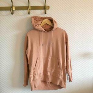 - weekday - hoodie i ljusrosa / beige  - längre modell  - passar även S
