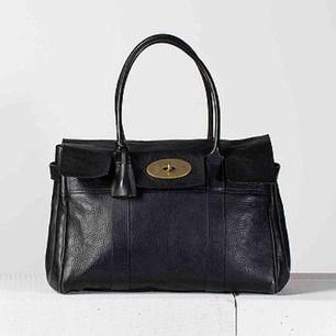 Säljer min Mullberry väska som jag har haft ett tag. Vet tyvärr inte om den är äkta, därför kan pris diskuteras. Men bra skick!
