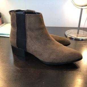 Superfina skor ifrån H&M, men tyvärr för små för mig nu:(((