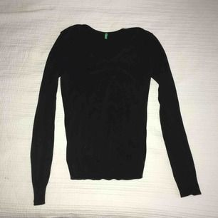 V-ringad tröja från benetton, stl S