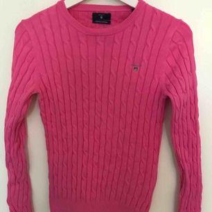Rosa kabelstickad tröja från gant, fint skick, frakt tillkommer