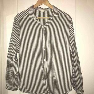 Casual, randig skjorta. Oversize.