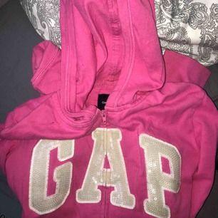 Gap hoodie, barn storlek men skulle säga att de är som en xs! 35kr +55kr frakt