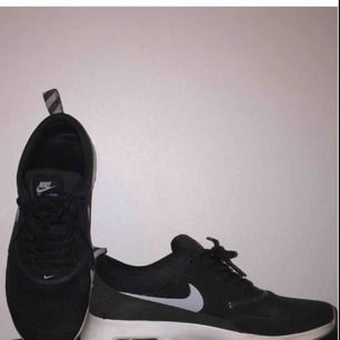 Nike Thea strl. 40. Använda fåtal gånger, i bra skick.