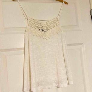 Jättefint linne som är helt oanvänt, hoppas att det kan hitta ett nytt hem. Betalas med swish och du som köpte står för frakten! ✨
