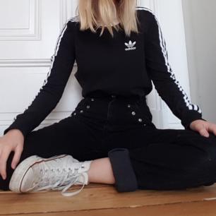 Nästan helt ny Adidaströja, endast använd någon enstaka gång! Köpt från ASOS