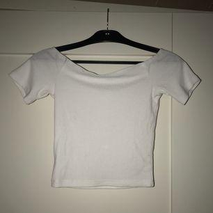 Ribbad offshoulder tröja från Ivyrevel.  Nypris 179kr