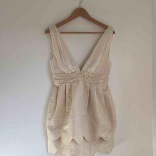 Festklänning/Klänning från H&M Conscious Collection. Helt ny med lapparna kvar. Storlek 34.