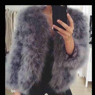 Säljer denna otroligt fina jackan! Super bra skick inte mycket använd! :)