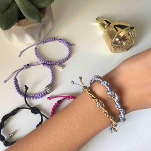 Sjukt snygga handgjorda armband i flera olika storlekar och färger.  Kan specialdesignad utifrån dina önskemål då du kan välja färger och en liten extra detalj.
