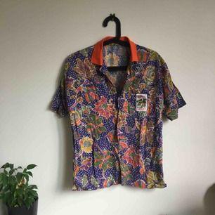 Second hand skjorta. Använd en gång. Köper står för frakt.