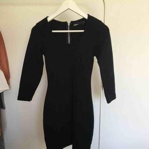 Tight svart klänning. 🌸 skickas mot frakt 45kr. 🌸 kolla gärna mina andra annonser 🌟
