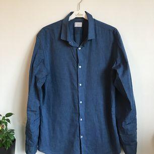 Blå skjorta från Selected Homme köpt i Köbenhavn. Orginalpris 499kr. Frakt tillkommer