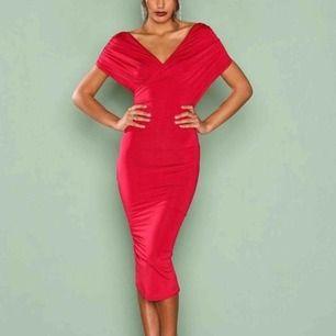 superfin offshoulder klänning  från nelly bara använd 1 gång  strl:M
