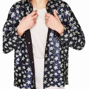 Hej! Någon som Säljer/vet någon som säljer denna jacka? Letat ett bra tag nu.